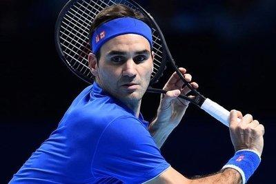 Federer gana a Berrettini y mantiene sus chances en el Masters