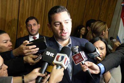 Veto del Ejecutivo deja a 194 funcionarios de Diputados sin salarios