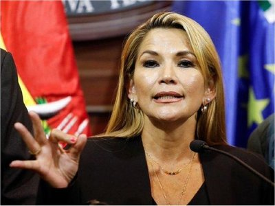 Jeanine Áñez asume la presidencia de Bolivia