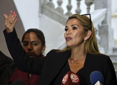 Senadora Jeanine Añez se proclama presidenta de Bolivia en sesión legislativa sin quórum