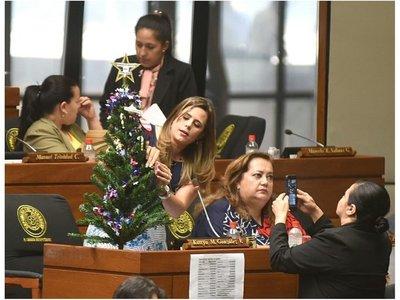 Árbol navideño de la corrupción y el clientelismo contra parlasurianos