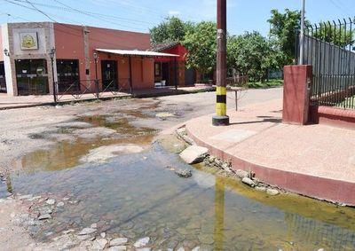 Quejas por aguas servidas en Carapeguá