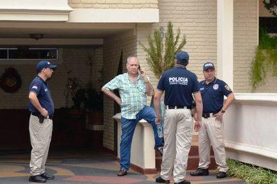 Fiscales incautan dinero y documentos de casa de Ramón González Daher •