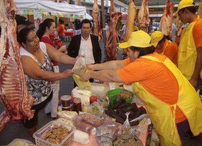 Alistan productos para la gran feria en Plaza de la Democracia
