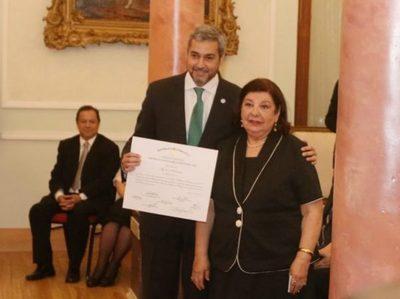 Maribel Barreto recibió el Premio Nacional de Literatura