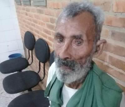 Abuelito sin familiares se refugia en hospital regional