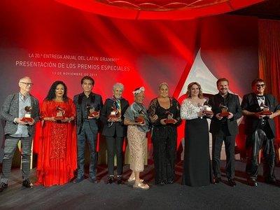 De El Puma a Pimpinela pasando por Joan Báez, Latin Grammy honran a mitos