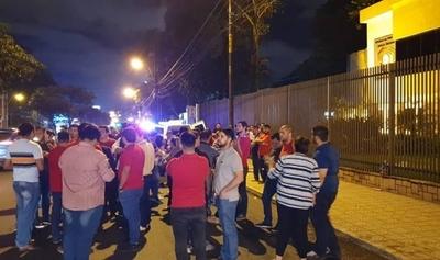 HOY / Elecciones juveniles de la ANR: organizan protesta frente al TSJE para repudiar fallo
