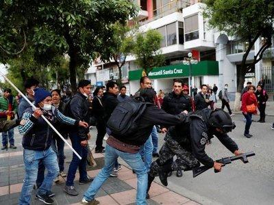 La presidenta de Bolivia cambia la cúpula militar en medio de tensiones