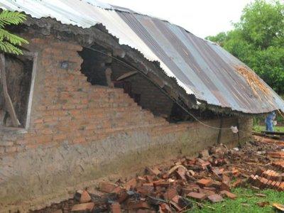 Un fuerte temporal en Ñeembucú arrasó con 35 viviendas y cultivos