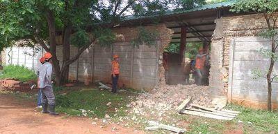 Fiscalía ordena a Rakiura derrumbar caballerizas construidas en terreno ajeno
