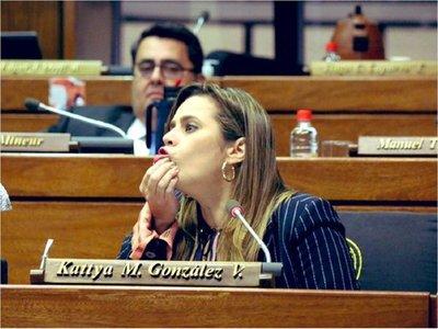Kattya González asegura que Cámara de Diputados tocó fondo