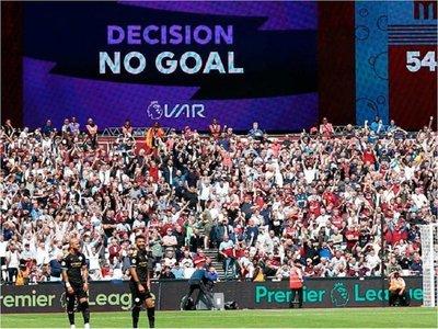 La Premier League se compromete a mejorar el VAR