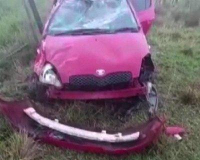Jóvenes sufren accidente sobre ruta