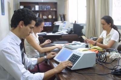 Titular de TSJE celebra continuidad de la licitación de urnas electrónicas