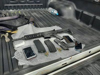 Hombre intentó vender fusil de guerra en el barrio Sajonia