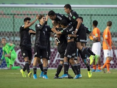 Los penales llevan a México a la final