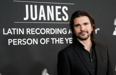 ¿Qué artistas han recibido el premio Persona del Año en los Latin Grammy?