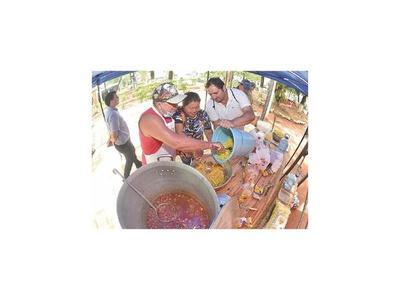 Fortalecen la huelga con olla popular en Comuna lambareña