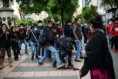 Presidenta interina Añez busca pacificar Bolivia entre protestas