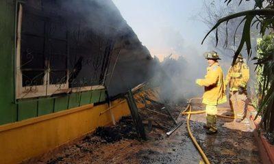 Incendio consume vivienda en Remansito