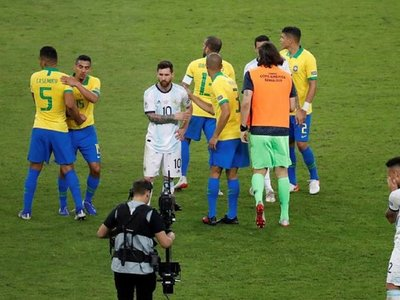 Argentina choca con Brasil en Riyad