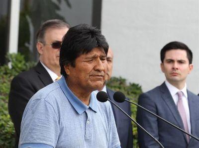 """Morales dice que """"por ahora no"""" se ve de vuelta en la presidencia de Bolivia"""