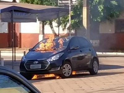 Médico quemó el auto de su exnovia en Pedro Juan Caballero