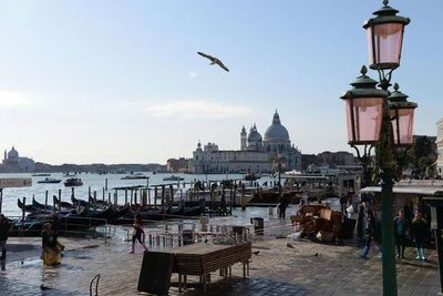 """El  """" agua alta """"  no da tregua a Venecia y se espera subida de 160 centímetros"""