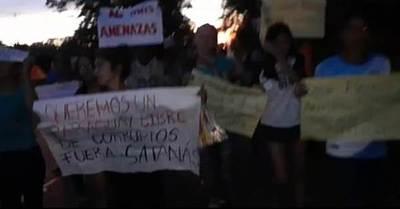 Estudiantes de Arroyito son atacados a honditazos por hurreros de intendente