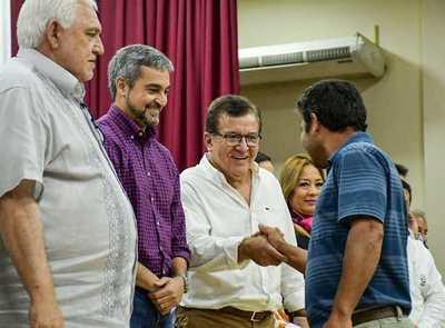 Gobierno Nacional entregó becas, y aportes al sector productivo y salud en Itapúa.