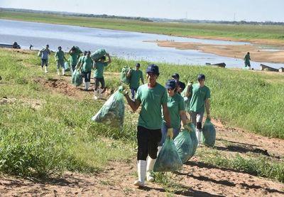 """""""Marea verde"""" en el río Paraguay"""