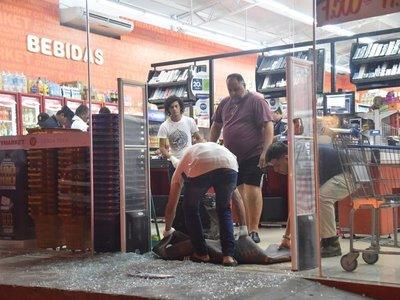 Asaltantes se llevan G. 4 millones en asalto a minisupermercado