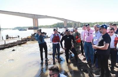 Abdo Benítez verifica recuperación de buque de la Triple Alianza