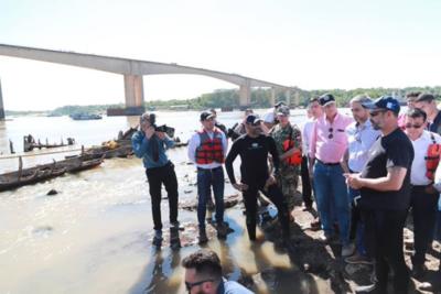 Presidente Abdo Benítez verifica rescate de histórico buque