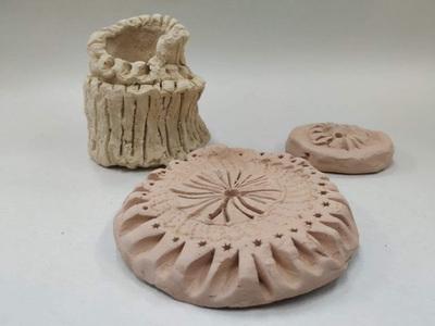Artistas exponen en muestra de escultura cerámica
