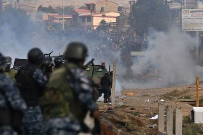 Número de muertos sube a siete y heridos superan el centenar en Bolivia