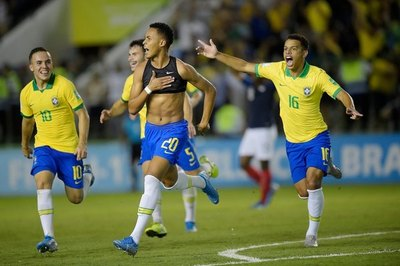 Brasil, favorita en su Mundial, enfrenta a México en la final