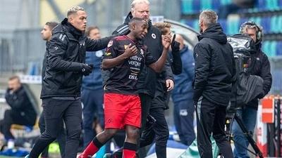 HOY / Un futbolista holandés responde a cánticos racistas marcando un gol