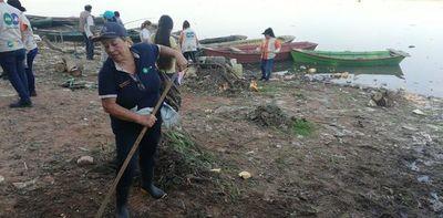 Recolectan gran cantidad de desechos en orillas de Itá Enramada