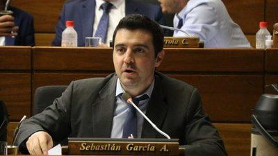 """""""Al Presidente le falta coraje político"""""""