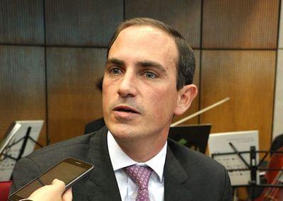 Senador lamenta que el Ejecutivo no priorice reducción de pobreza