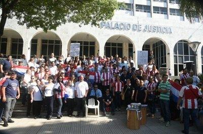 Funcionarios del Poder Judicial marchan para exigir aumento salarial