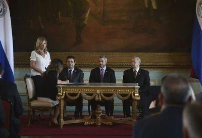 Nueva ministra promete lucha frontal contra grupos criminales