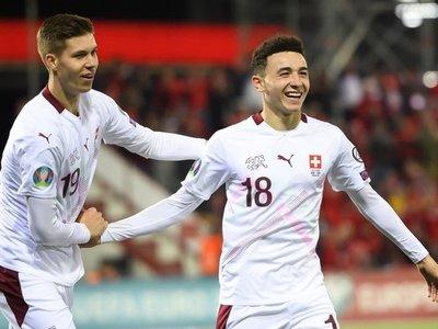 Dinamarca y Suiza, a la Eurocopa