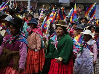 La Paz busca abastecerse y la Iglesia llama al diálogo en Bolivia