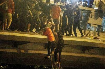 Amenazan con disparar a protestantes en Hong Kong