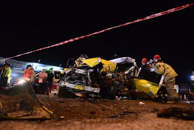 Taxista fallece tras choque frontal con un camión