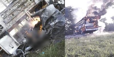 Choque entre bus y auto deja dos fallecidos