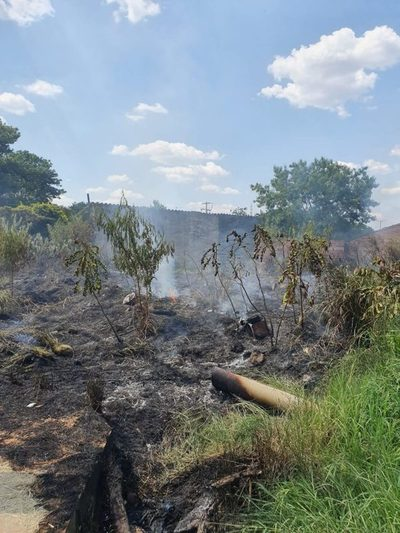 Barrio Santa María: Fuego en pastizal asustó a vecinos